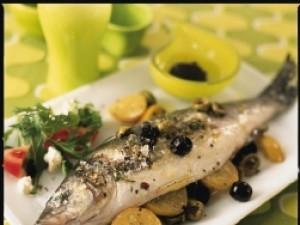 Jak wykonać rybę w greckim stylu?
