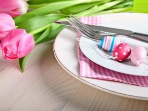 Jak zadbać o miłą atmosferę przy wielkanocnym stole?