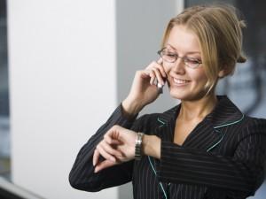 Jak zakończyć zbyt długą rozmowę telefoniczną?