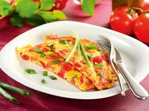 Jak zrobić omlet? 11 pomysłów na jajeczny placek