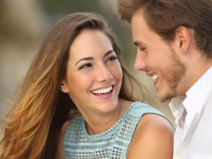 Jak zwrócić uwagę przystojnego mężczyzny? Uśmiechnij się i... wygraj 10 tysięcy zł na wakacje!