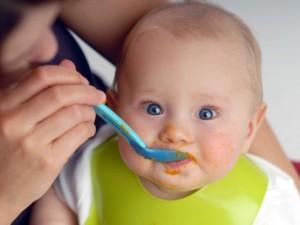 Jak żywić niemowlęta karmione sztucznie?