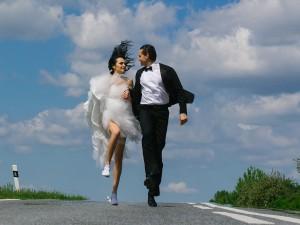 Jakim kobietom oświadczają się mężczyźni? Poznaj cechy idealnej kandydatki na żonę