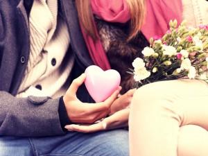 Jakim manipulantem trzeba być, żeby wyznawać miłość trzem kobietom jednocześnie!