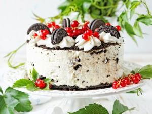 Jeden z najbardziej uzależniających deserów! Zobacz, jak zrobić sernik oreo, także w wersji fit!