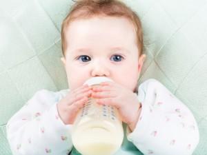 Kiedy wprowadzić mleko modyfikowane do diety dziecka?