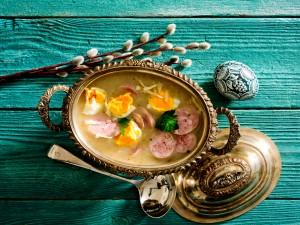 Klasyka Wielkanocy - najlepszy przepis na  żurek z jajkiem i kiełbasą!