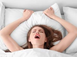 Kobiecy wytrysk podczas stosunku – kiedy może się przydarzyć i jak go osiągnąć?