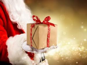 Kto przynosi prezenty na Mikołajki?