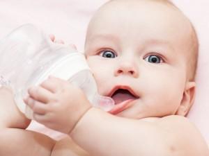 Która woda jest najlepsza dla niemowlęcia?