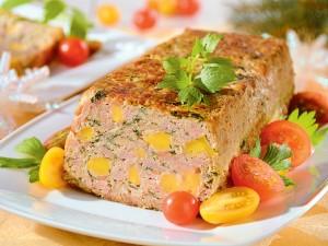 Masz dość wędliny kupowanej w sklepie? Przygotuj pieczeń rzymską na święta, idealną na kanapki!