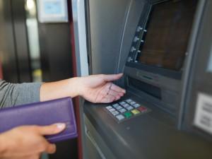 Masz konto w jednym z tych 9 banków? To wypłać gotówkę, bo możesz stracić do niej dostęp