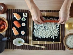 Minimalizm w kuchni - sprawdź jak przygotować doskonałe sushi