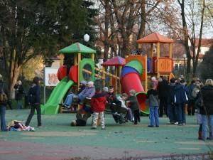 Naucz swoje dziecko dobrego zachowania w miejscach publicznych
