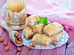 Nie masz pomysłu na ciasto francuskie? Przygotuj słodką baklawę!