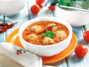 Nie masz pomysłu na obiad? 3 sprawdzone przepisy na pulpety w sosie pomidorowym, które zrobisz w 20 minut!