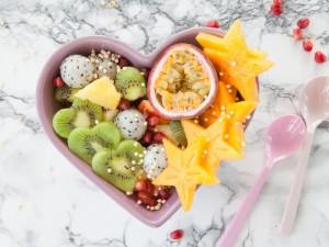 Orzeźwiająca i lekka przekąska - sprawdź nasze przepisy na sałatkę owocową