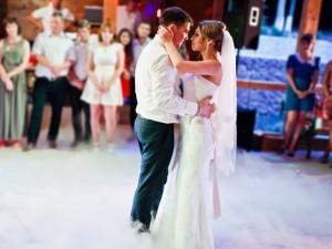 Pierwszy taniec - główny punkt wesela. Jaką piosenkę na pierwszy taniec wybrać? Podpowiadamy!