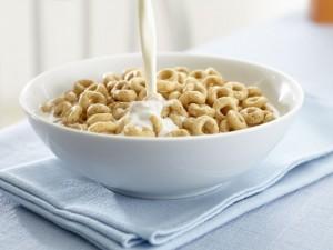 Płatki śniadaniowe i mleko - niebiańskie połączenie