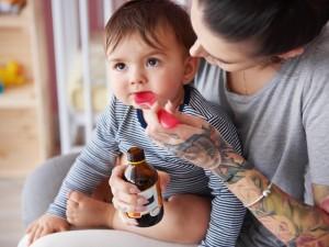 Podajesz dziecku syropy na odporność? Sprawdziłyśmy, co zawierają i czy warto je kupować