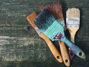 Praktyczne porady: dowiedz się, jak malować sufit