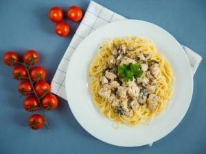 Prosty obiad w 20 minut: sprawdź nasze przepisy na makaron z kurczakiem