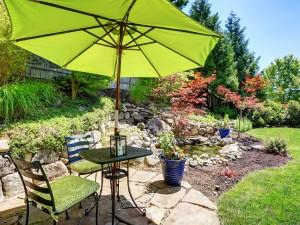 Jak wybrać parasol ogrodowy