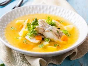 Przygotuj rozgrzewającą i aromatyczną zupę rybną z dorsza! Sprawdź!