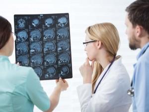 Rezonans magnetyczny głowy – co może wykryć to badanie