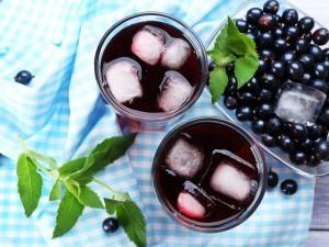 Sok z czarnej porzeczki z sokownika! Przygotuj domowy napój z kontrolowaną zawartością cukru!