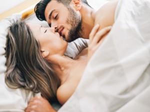 Spraw, aby oszalał z pożądania! Oto 6 sposobów na to, jak zaskoczyć faceta w łóżku