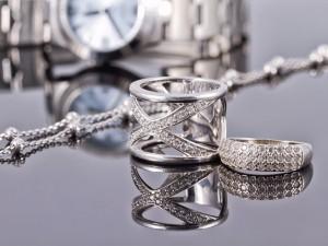 Srebro rodowane. Czy warto mieć taką biżuterię?