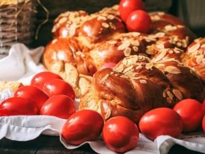 Święta Wielkanocne w Grecji? Wino, śpiew i zabawa! Dlaczego warto jechać tam choć raz?