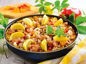 Sycąca potrawa z ryżem wprost ze słonecznej Hiszpanii - sprawdź nasze przepisy na paellę