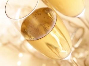Szampańskie pyszności, czyli potrawy i desery z dodatkiem szampana