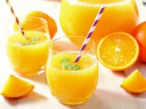 Szklanka soku owocowego to bomba witaminowa dla zdrowia