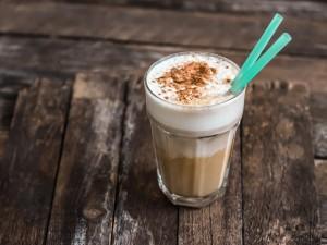 Szukasz orzeźwienia? 3 przepisy na idealną kawę mrożoną!