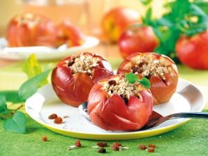 Szybki jesienny deser - sprawdź nasze przepisy na pieczone jabłka