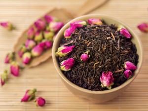 Te zioła złagodzą objawy menopauzy