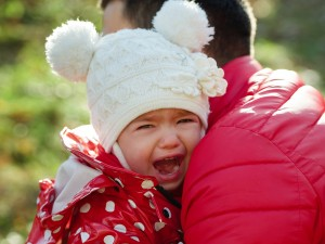 Ten sposób na uspokojenie dziecięcej histerii budzi wiele kontrowersji