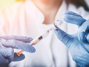 Tylko 6% Polaków szczepi się przeciwko grypie. Dlaczego? Czym grozi tak mała liczba szczepień?