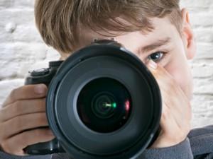 Uwaga! Zobacz co może się stać ze zdjęciami Twojego dziecka, które wrzucasz do sieci!