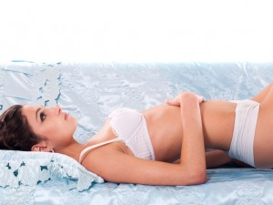 W jaki sposób nakładać krem na ciążowy brzuszek?