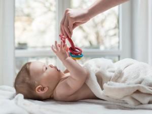 Wirusy mogą przetrwać wiele godzin na zabawkach i spowodować zakażenie