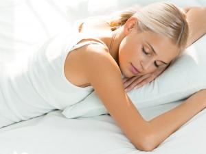 kobieta śpiąca, poduszka, sen, łóżko