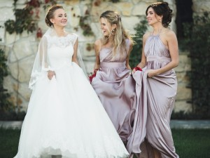 """Wypożyczalnia sukien ślubnych – najważniejsze """"za"""" i """"przeciw"""" takiego rozwiązania!"""