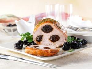 Wysuszone mięso to twoja zmora? Poznaj 3 triki, które pozwolą ci cieszyć się soczystym schabem ze śliwką!