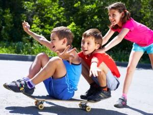 Zajęcia dla dzieci: jazda na deskorolce