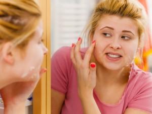 Zaniedbanie cery naczynkowej może nawet prowadzić do powstania trądziku. Jak więc ją pielęgnować?