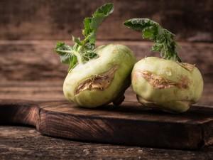 Zdrowa i niskokaloryczna - sprawdź przepisy na dania z kalarepą